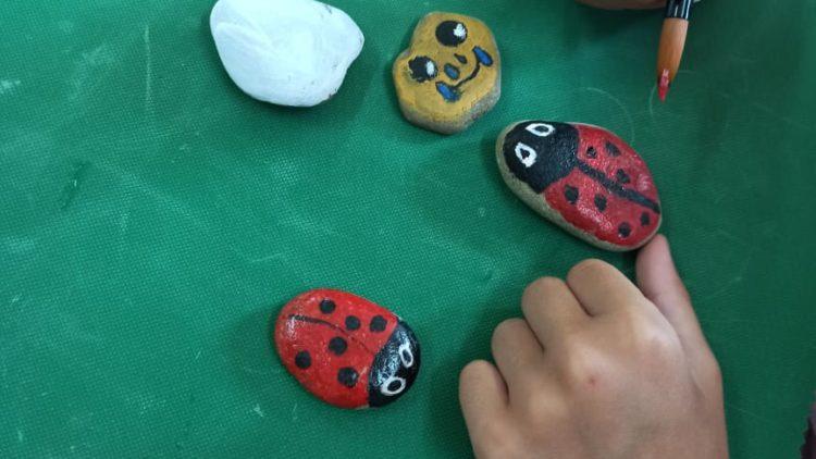 Misie chce, czyli malowanie na kamieniach